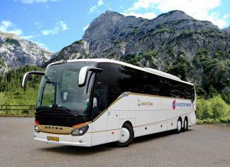voorbeeld reizen met een touringcar bus