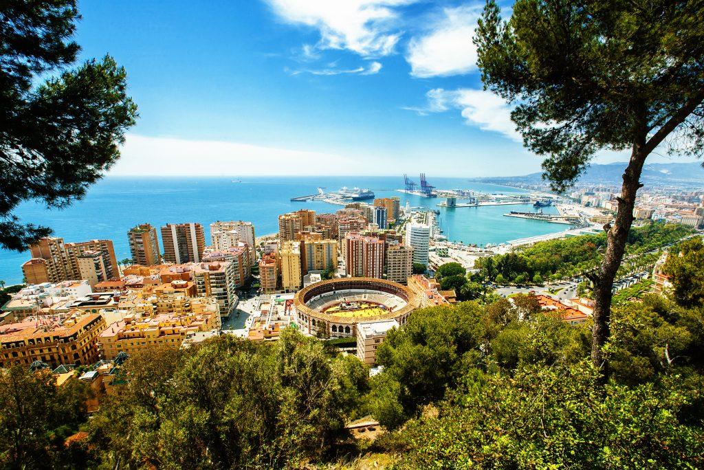 De stad Malaga vanaf een hogere plek